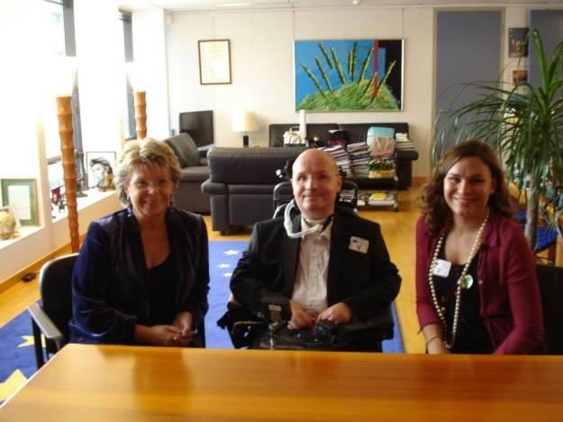 Viviane Reding, Damien Birambeau et Claire Baker à la  Commission européenne